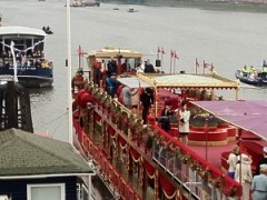 royals on boat, Jubilee